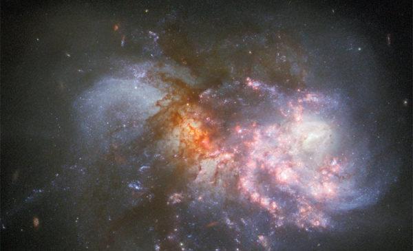 Фото дня: финальная стадия слияния галактик