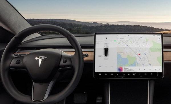 Автопилот Tesla протестировали на улицах Киева, хотя официально доступен он только в США